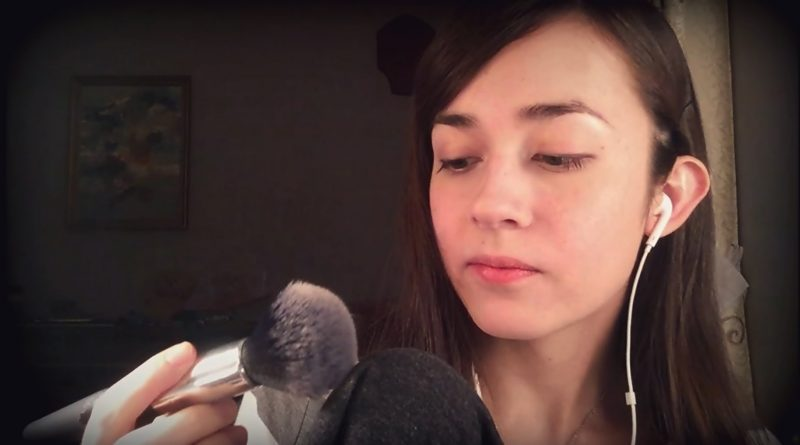 Asmr tapping makeup brushes